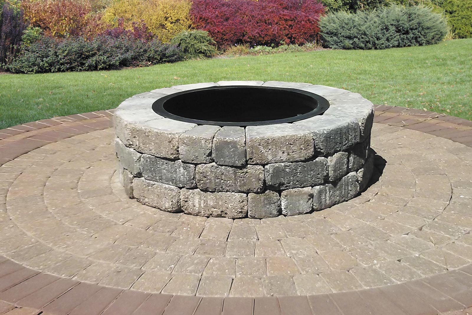 Madera fire pit kit on circle kit pavers