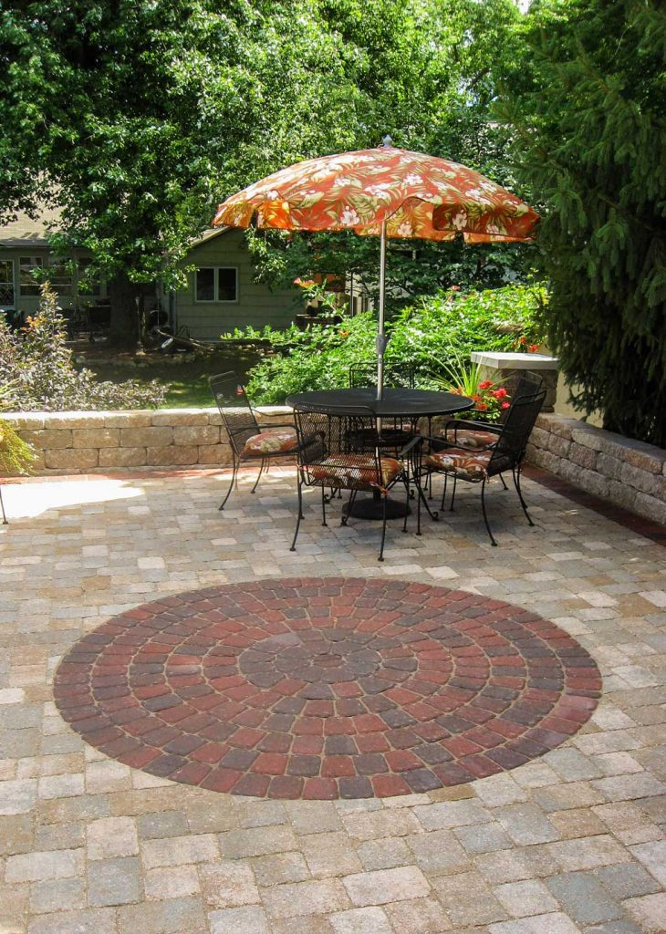 Paver Circle kit allows you to add interest and curves to ...